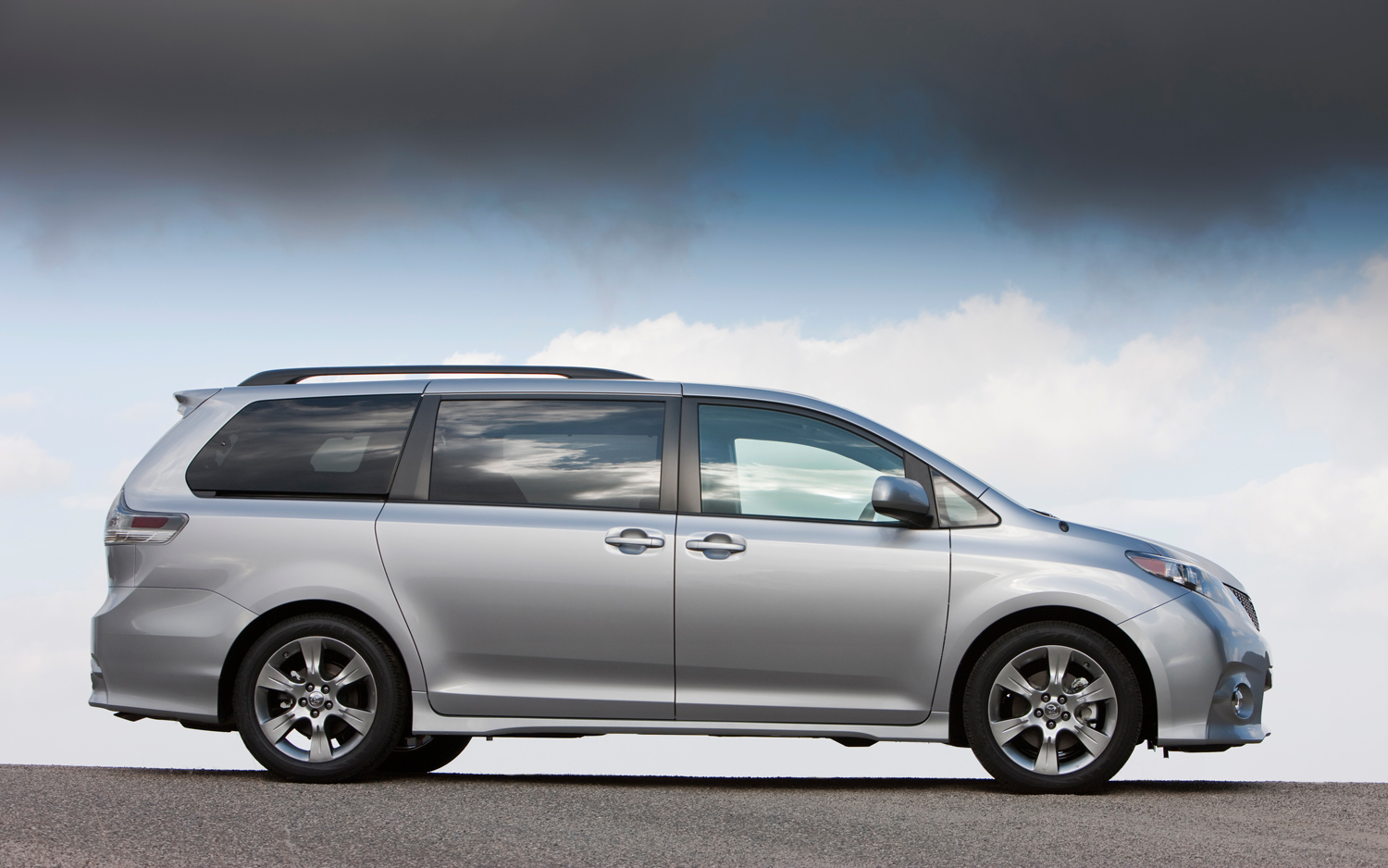 2012 toyota sienna information and photos momentcar. Black Bedroom Furniture Sets. Home Design Ideas