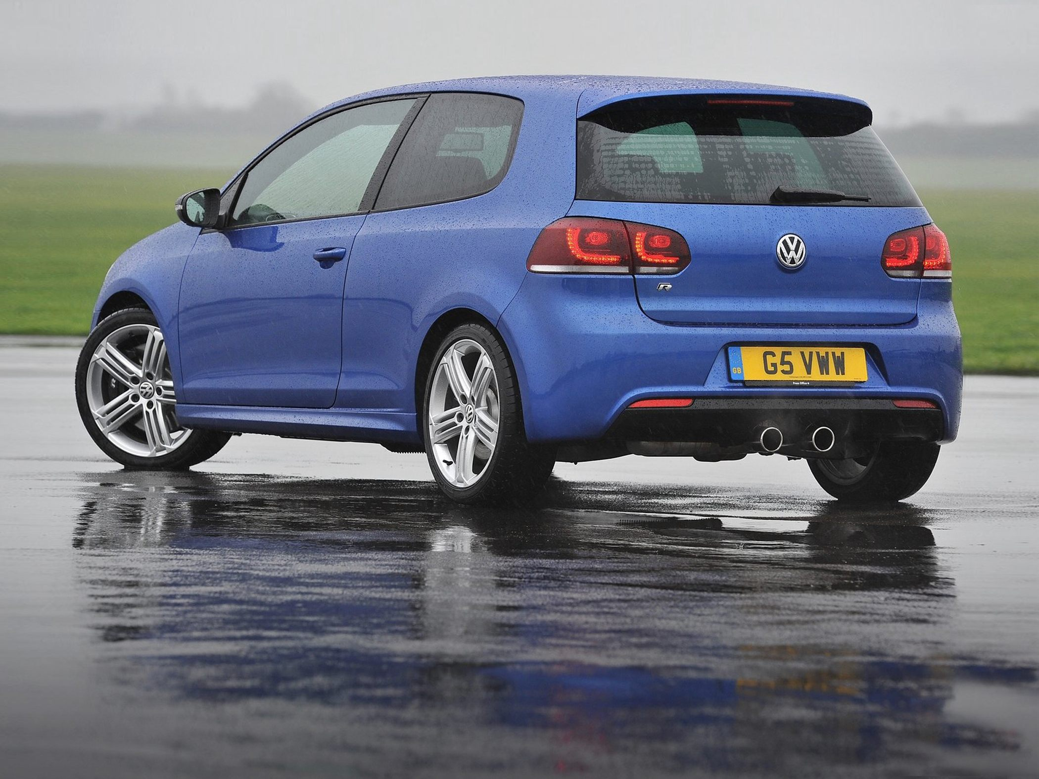 Volkswagen Golf R Base #11