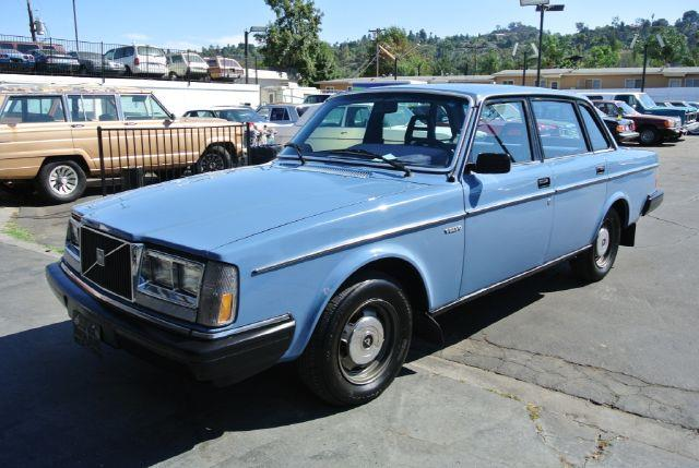 1983 Volvo 240 - Information and photos - MOMENTcar