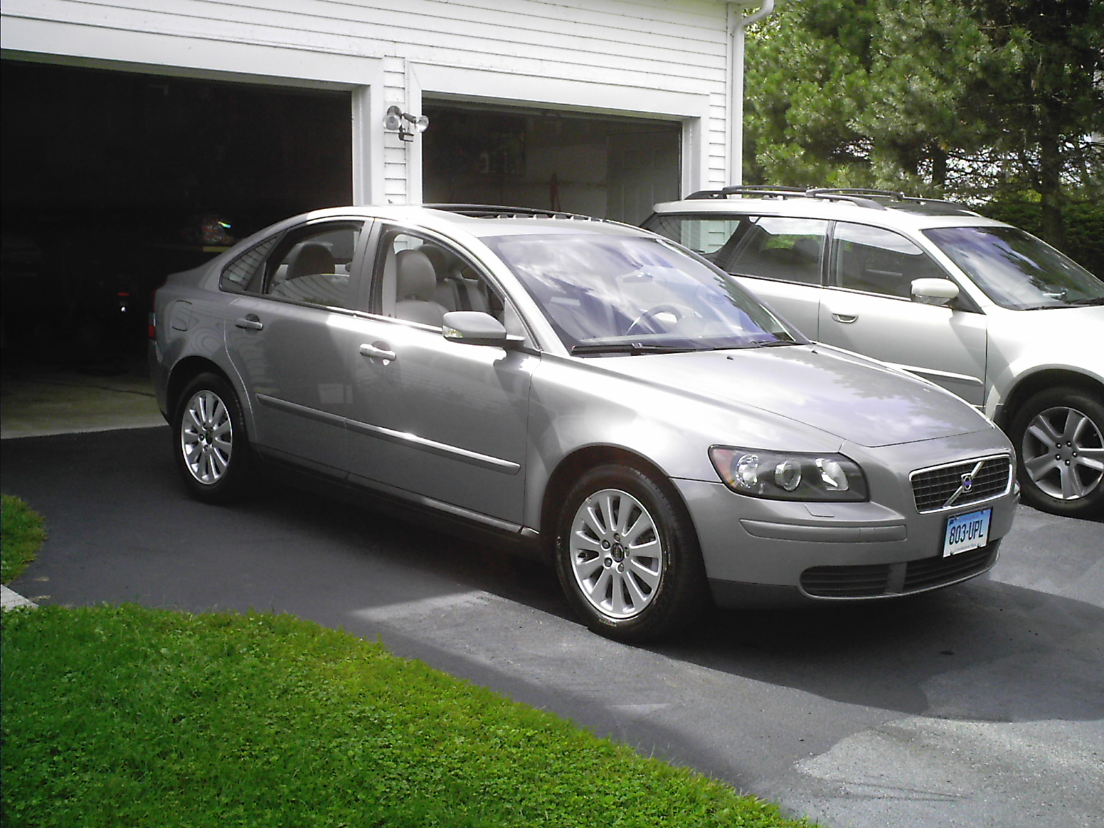 2004 Volvo S40 - Information and photos - MOTcar