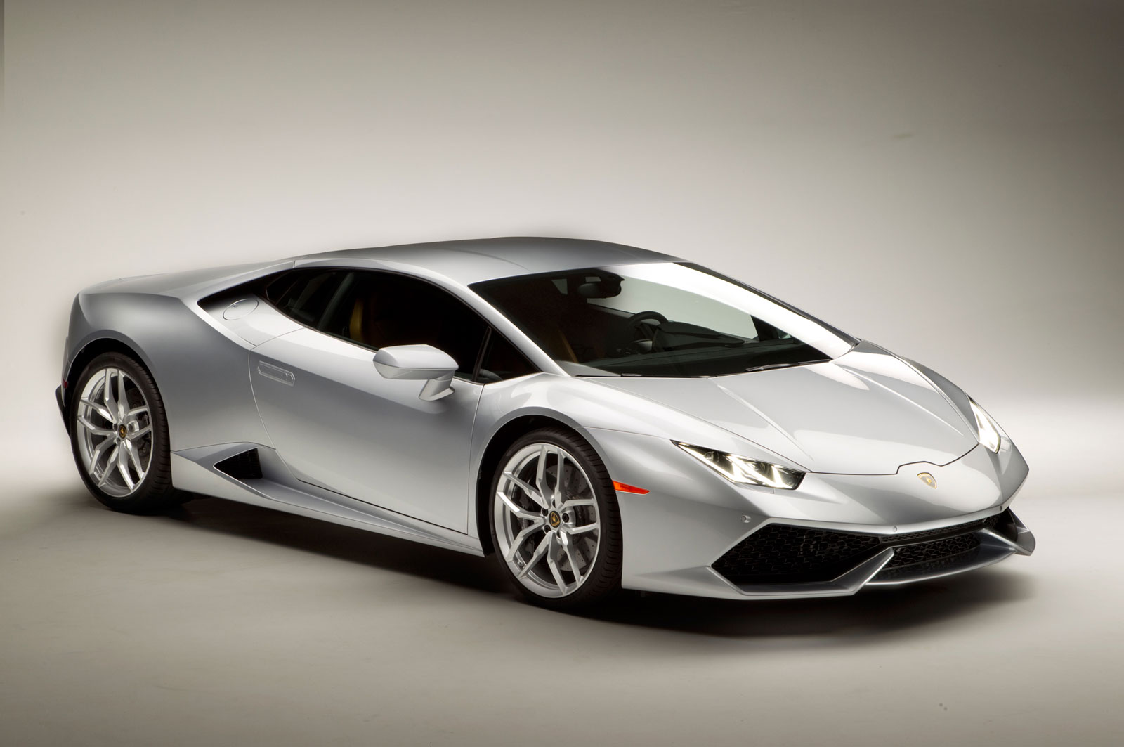 Welcome to the show of insane speed with Lamborghini 2014 model, Huracan LP610-4 #10