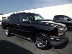 Chevrolet Avalanche 1500 LS #23