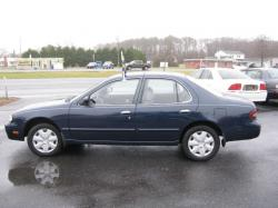 Nissan Altima GXE (1997.5) #10