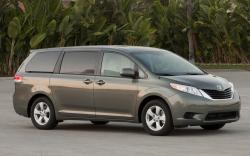 Toyota Sienna LE #25