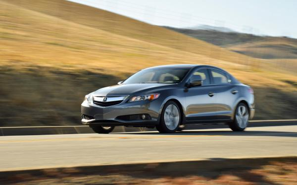 Acura 2013 ILX looking sporty and stylish