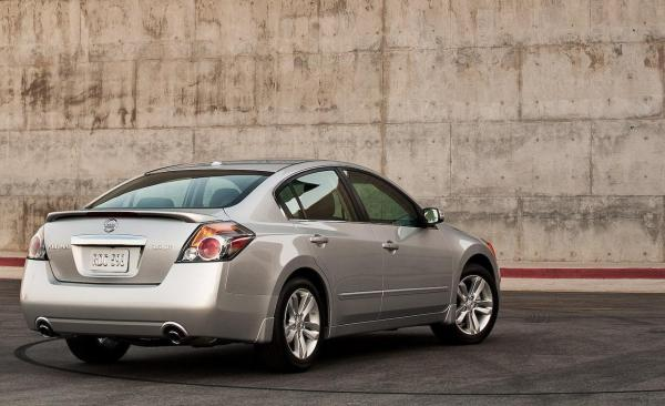 Altima wins the test drive for Nissan 2010 models