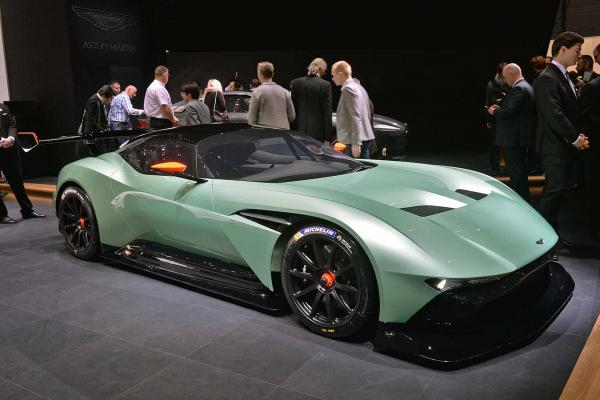 Aston Martin has officially presented a track Aston Martin 2015 Vulcan supercar