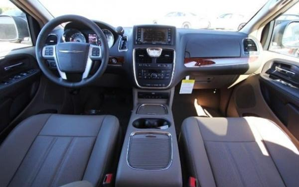 Chrysler Town and Country Touring-L #5