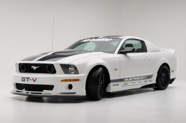 Ford Mustang GT Deluxe #1