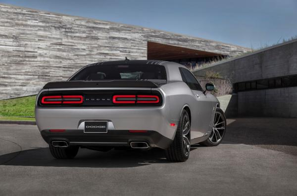 This Silver Dodge 2015 Challenger redesigning the sense of modernity