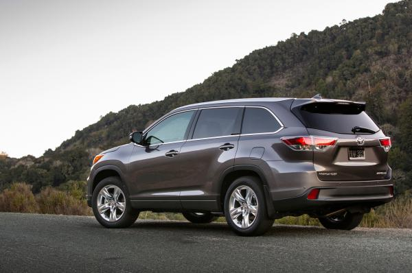 Toyota 2014 Highlander encapsulating Comfort and reliability